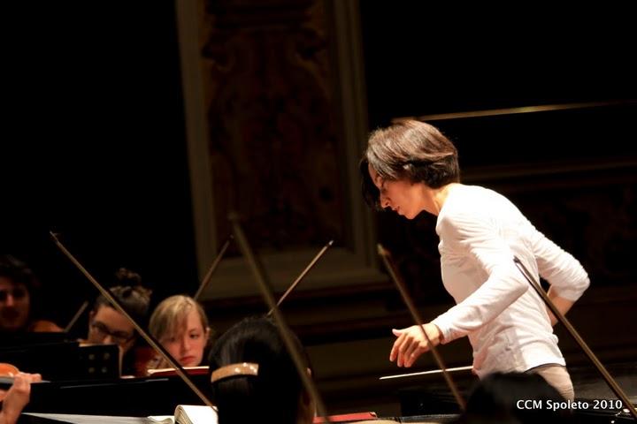 Annunziata Tomaro conducts a rehearsal in Teatro Nuovo.