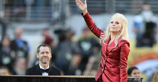 CCM alumnus Alex Smith accompanies Lady Gaga on a performance of the national anthem before Super Bowl 50. (Photo: Cary Edmondson, Cary Edmondson/USA TODAY Sports)