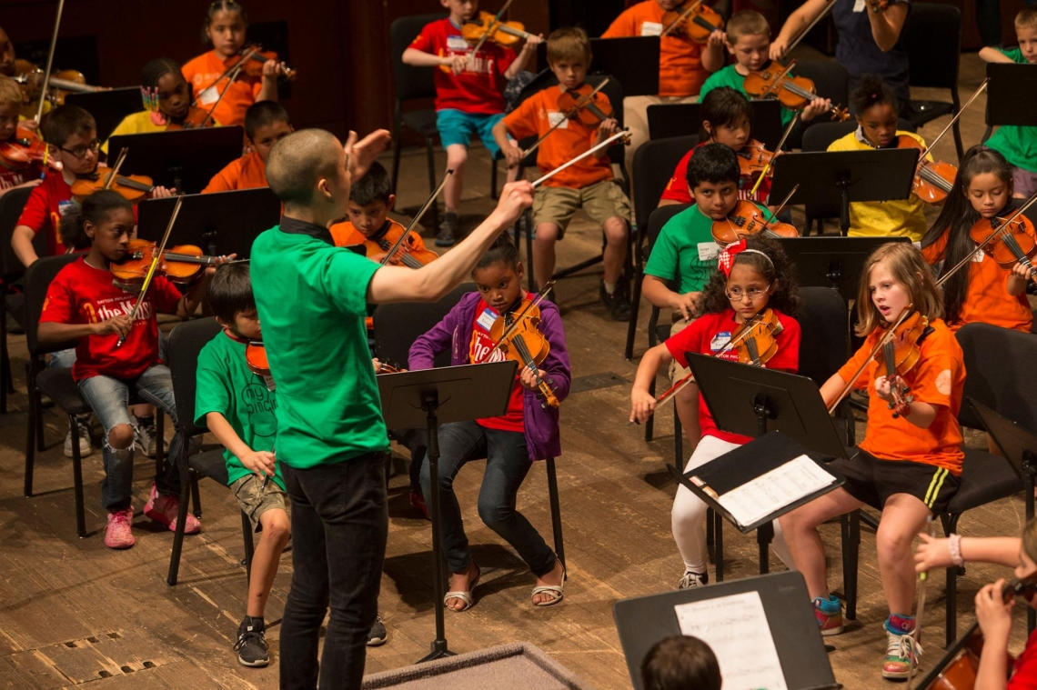 Eddy Kwon with the MyCincinnati youth orchestra.